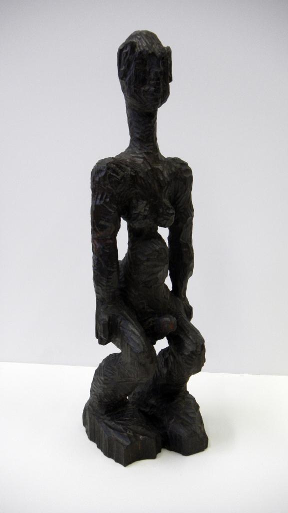 Manu, sculpture en bois (tilleul) teintée et cirée, 40,5 cm de hauteur, 15 cm de largeur et 6 cm de profondeur, 2015
